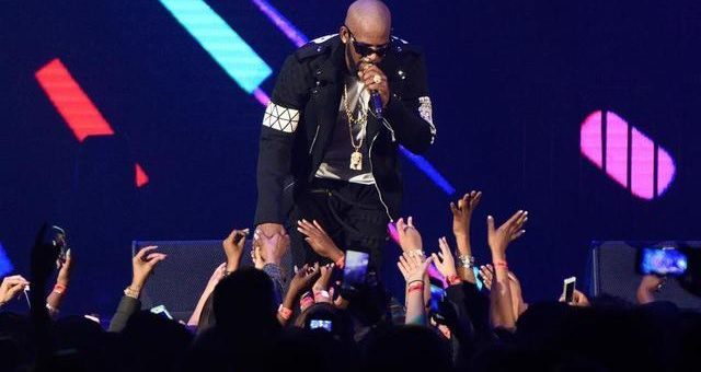 R. Kelly Rubs A Fan's Phone On His Crotch And Invites Her To Touch Him During Erotic Show